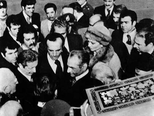 ویژه اولین فرار محمدرضا پهلوی از ایران,عکس فرح و شاه