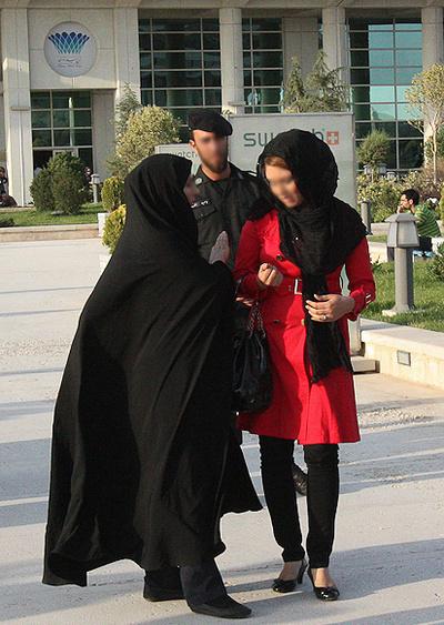 (تصاویر) برخورد جنجالی با بدحجابی در برج میلاد