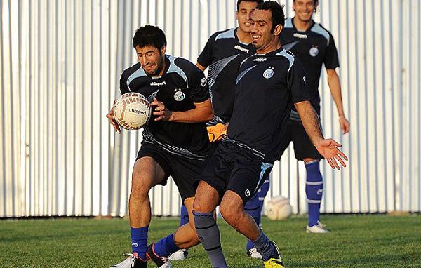 عکس حضور نیکی کریمی در تمرین استقلال