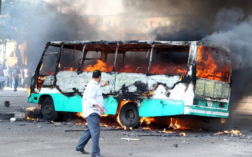 Ехавший на мемориальную церемонию автобус сгорел в Турции
