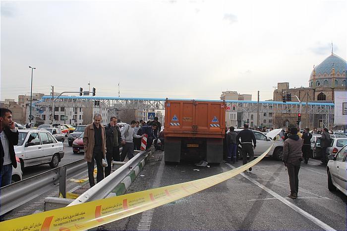 (تصاویر) کامیون 6 خودرو را در بزرگراه ستاری له کرد
