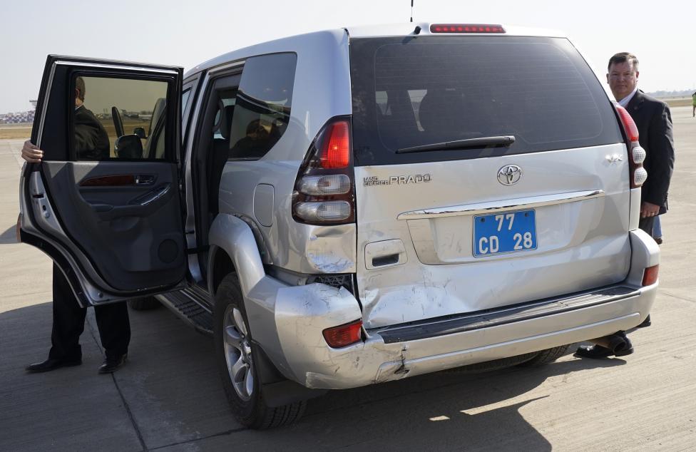(تصاویر) تصادف خودروی جان کری در هند