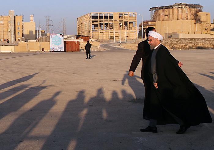 (تصاویر) روحانی در نیروگاه اتمی بوشهر
