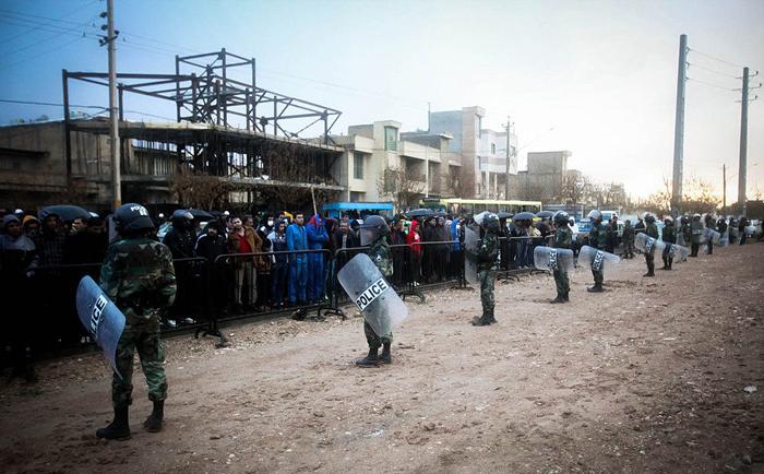 (تصاویر) اعدام دو متجاوز در شیراز