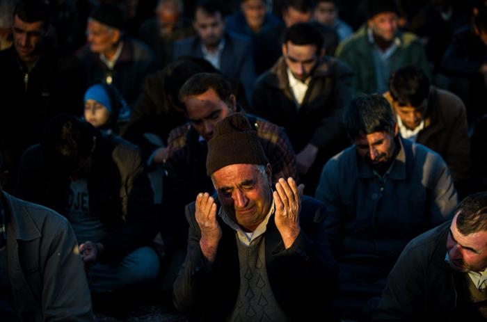 (تصاویر) اقامه نماز باران در شرق اصفهان