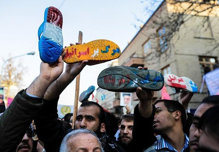 (تصاویر) تجمع مقابل سفارت فرانسه در تهران