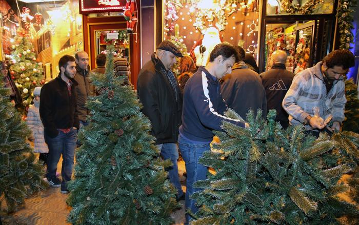(تصاویر) خرید کریسمس در تهران