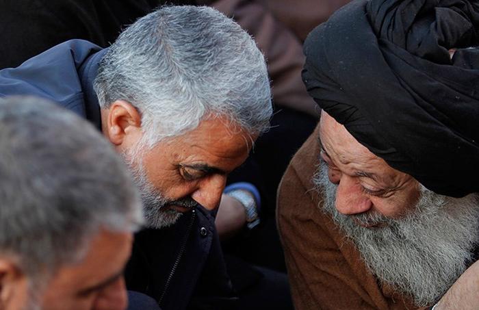 (تصاویر) سردارسلیمانی در تشییع شهید تقوی