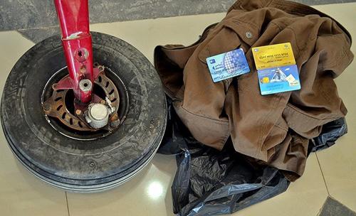 (تصاویر) کشف بقایای هواپیمای گمشده در گیلان