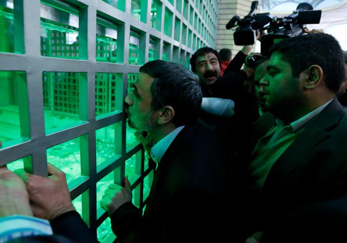 (تصاویر) احمدینژاد در حرم امام(ره)