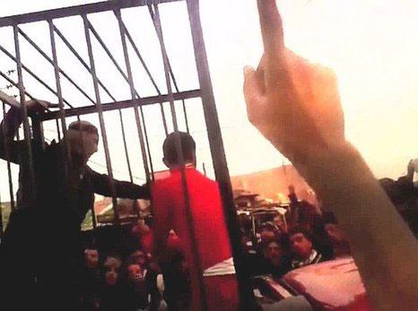(تصاویر) داعش 17 پیشمرگ را در قفس سوزاندند