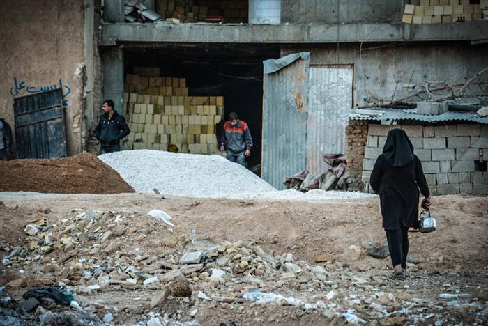 (تصاویر) زندگی مادر و سه فرزند کنار خیابان