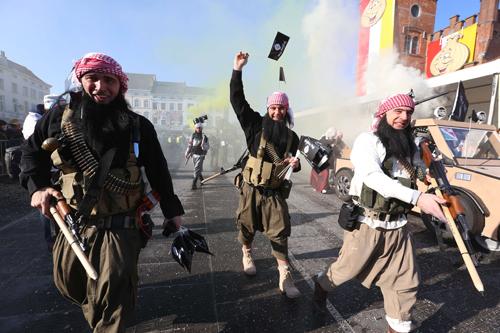 کارناوال داعشیهای قلابی در بلژیک+(تصاویر)