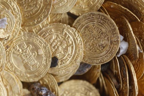 (تصاویر) کشف 2 هزار سکه طلا در اسرائیل