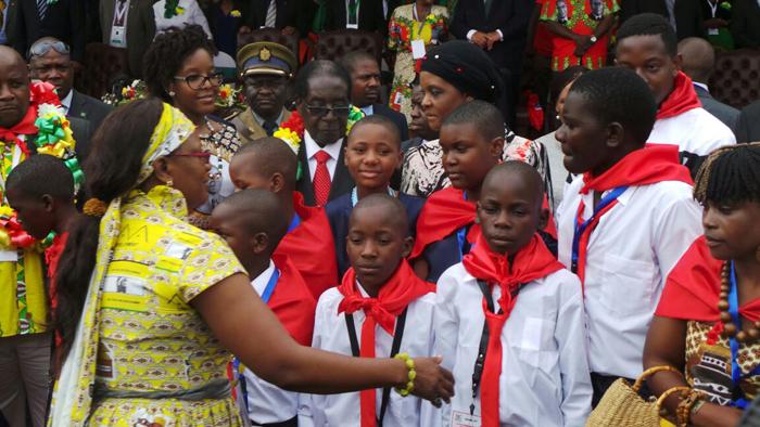 (تصاویر) جشن تولد یکمیلیون دلاری موگابه