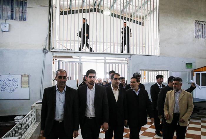 (تصاویر) بازدید وزیربهداشت از زندان قزلحصار