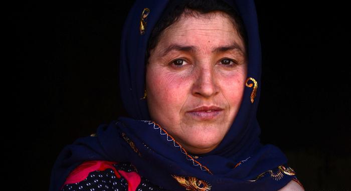 (تصاویر) زندگی زن افغان بدون دست
