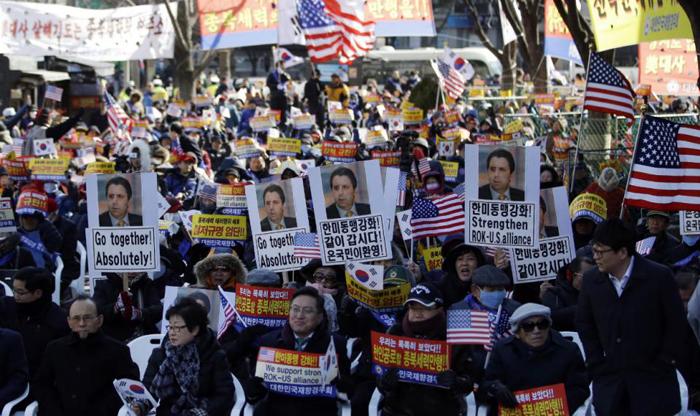 (تصاویر) سفیر مضروب امریکا ترخیص شد