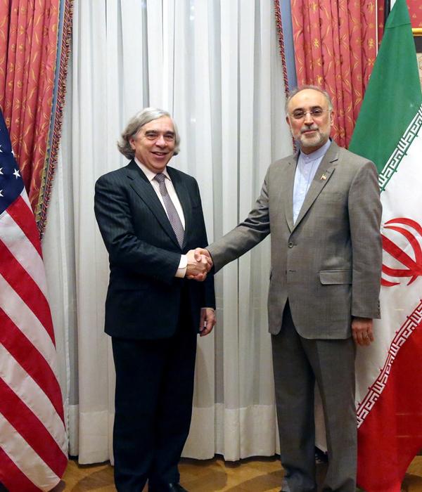 (تصاویر) مذاکرات صالحی و مونیز