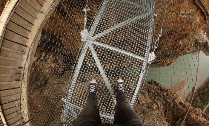 (تصاویر) به پایین نگاه نکنید!