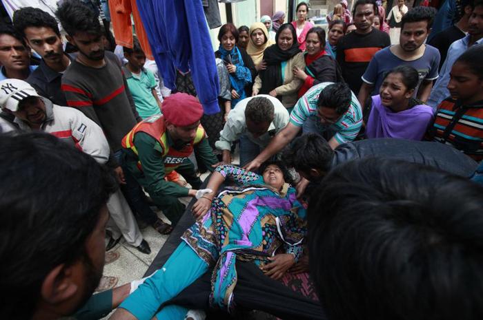 (تصاویر) آشوب پس از حمله به کلیسای لاهور
