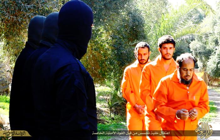 (تصاویر) اعدام چهار متهم جاسوسی توسط داعش