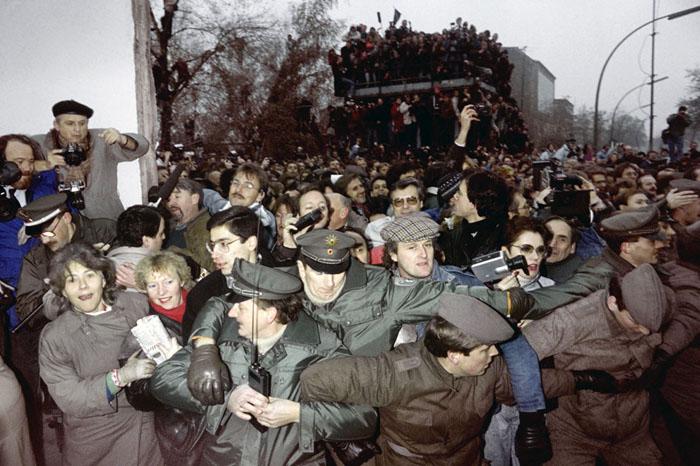 عکس قدیمی عکس آلمان دیوار برلین بیوگرافی محمود کلاری اخبار آلمان