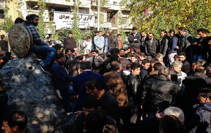 (تصاویر) بازار خرید و فروش سکه و دلار تهران