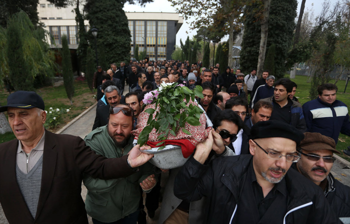 زنی که پس از هفت روز داخل قبر زنده شد (تصاویر) مراسم تشییع رحمان مرادی