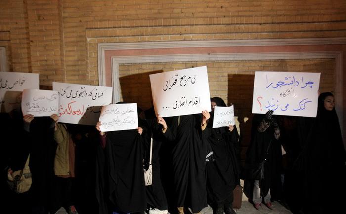 (تصاویر) تجمع در اعتراض به سخنان هادیغفاری