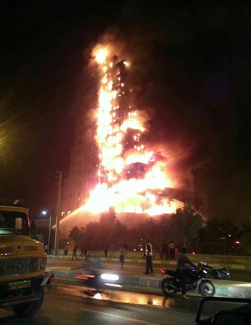 (تصاویر) آتشسوزی مهیب در عسلویه