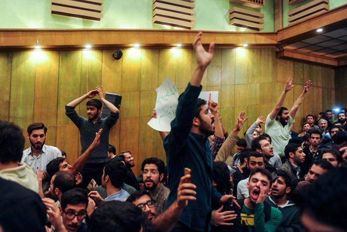 (تصاویر) حضور جنجالی شریعتمداری در دانشگاهتهران
