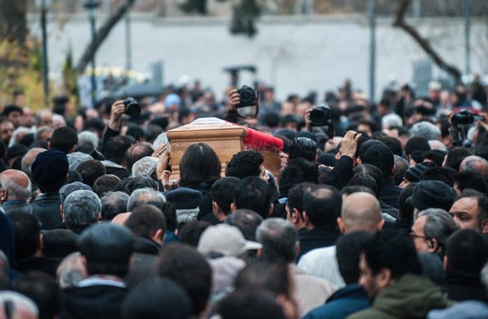 (تصاویر) مراسم تشییع انوشیروان ارجمند