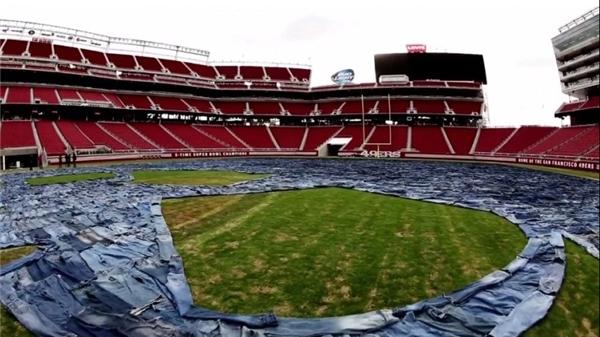 (تصاویر) پوشاندن چمن استادیوم با 18شلوار جین!