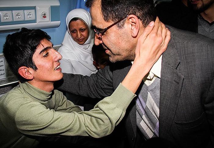 (تصاویر) وزیربهداشت به خانه