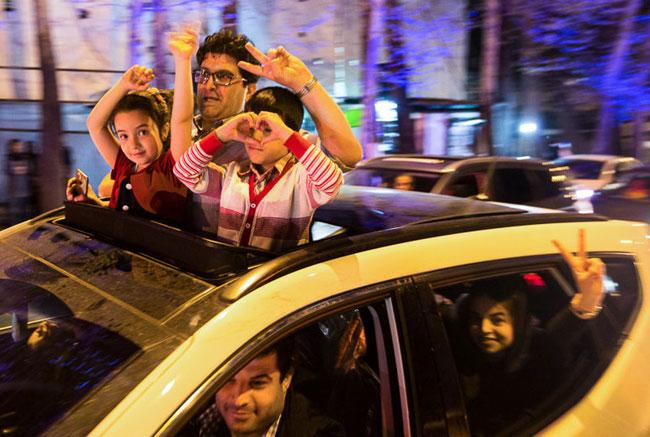 (تصاویر) شادی خیابانی مردم پس از تفاهم لوزان