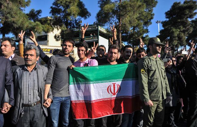 (تصاویر) استقبال از ظریف پس از ورود به کشور