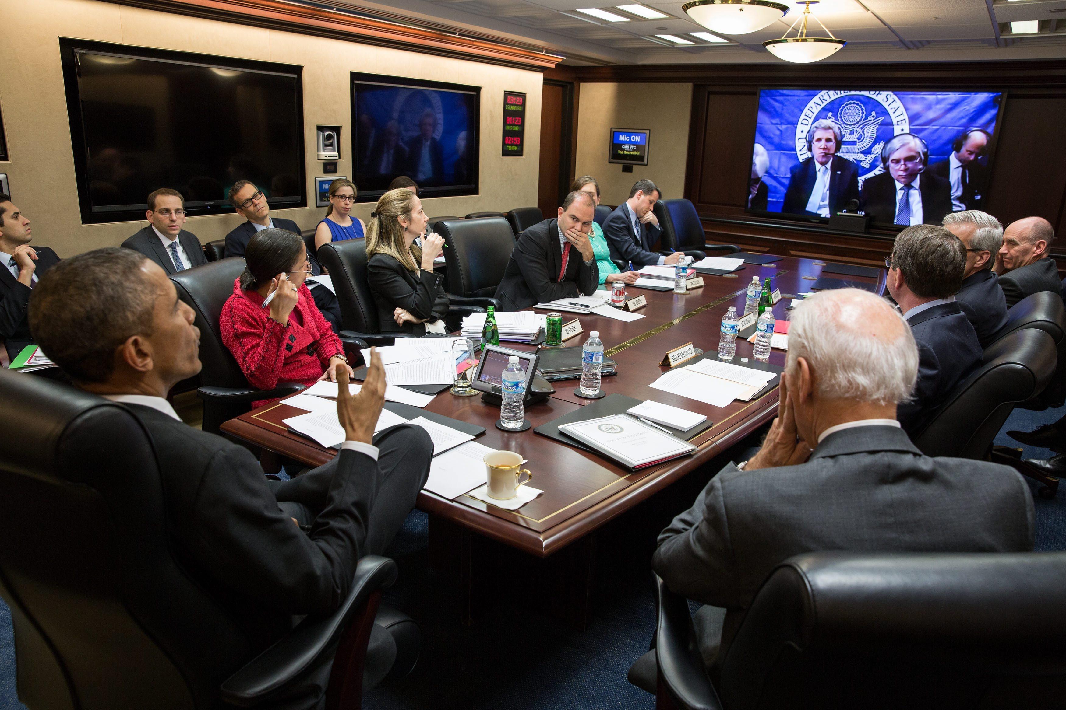 "title:""سحر نوروززاده کیست؟-http://anamnews.com/"" alt:""تیم اوباما در حال کنفرانس ویدیوئی با جان کری """