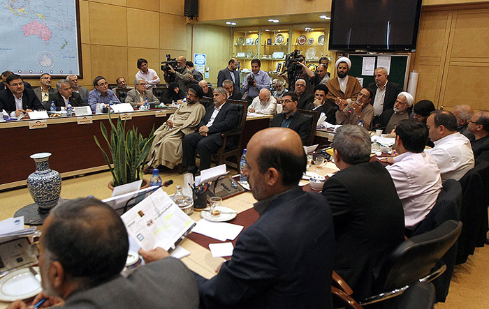 (تصویر) عصبانیت ظریف در جلسه کمیسیون
