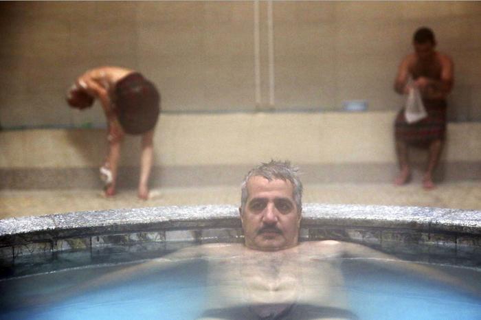 (تصاویر) گزارشAP از حمام عمومی در ایران