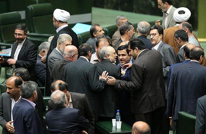 (تصاویر) ظریف و صالحی در صحن مجلس