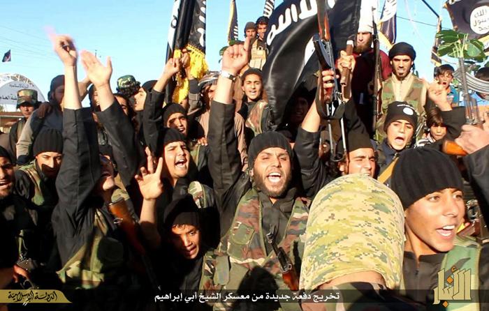 (تصاویر) مانور فارغالتحصیلان داعش در