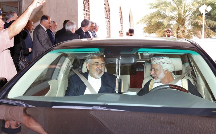 (تصویر) ظریف سوار بر خودروی