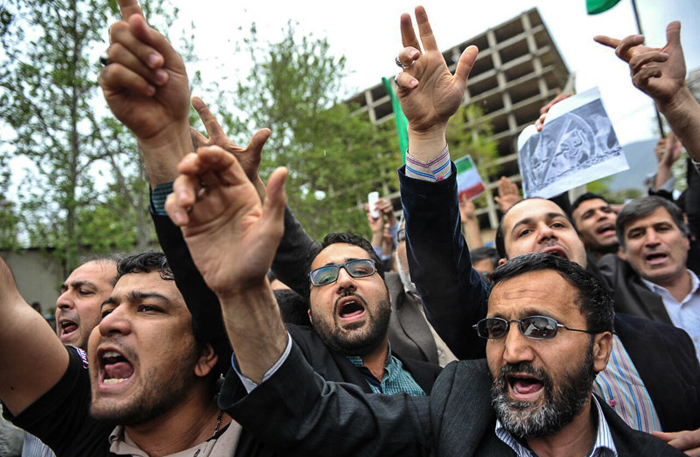 (تصاویر) تجمع اعتراضی مقابل سفارت عربستان