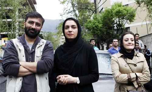 (تصویر) زوج بازیگر در تجمع مقابل سفارت عربستان