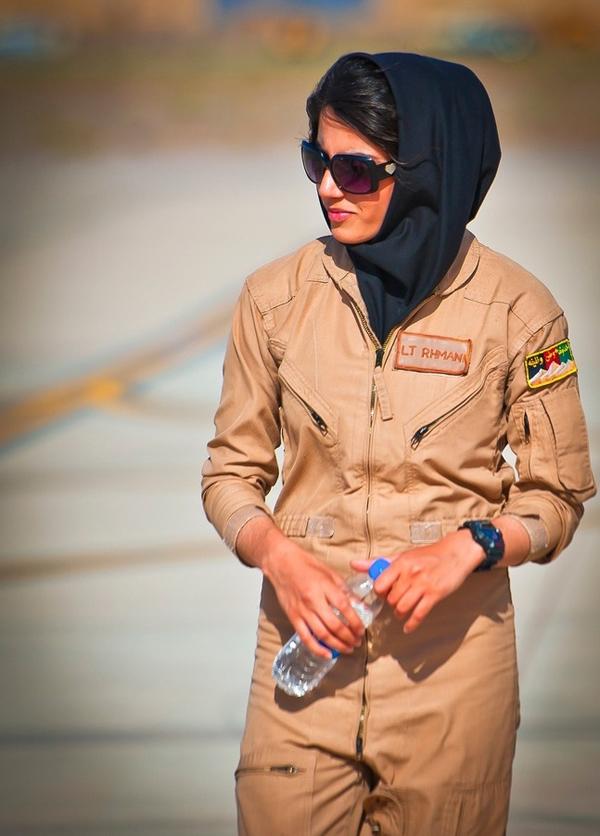 (تصاویر) اولین خلبان زن در افغانستان