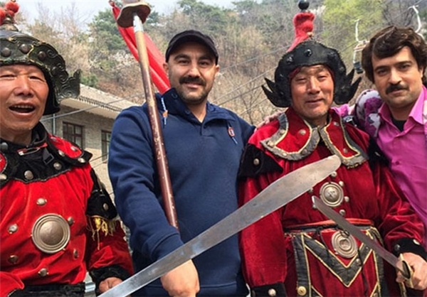 عکس یادگاری نقی و ارسطو با چینیها