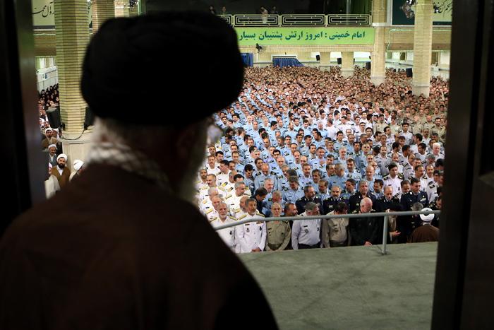 (تصاویر) دیدار کارکنان ارتش با رهبرانقلاب