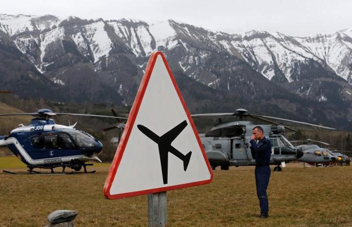 (تصاویر) سقوط هواپیمای مسافربری در فرانسه