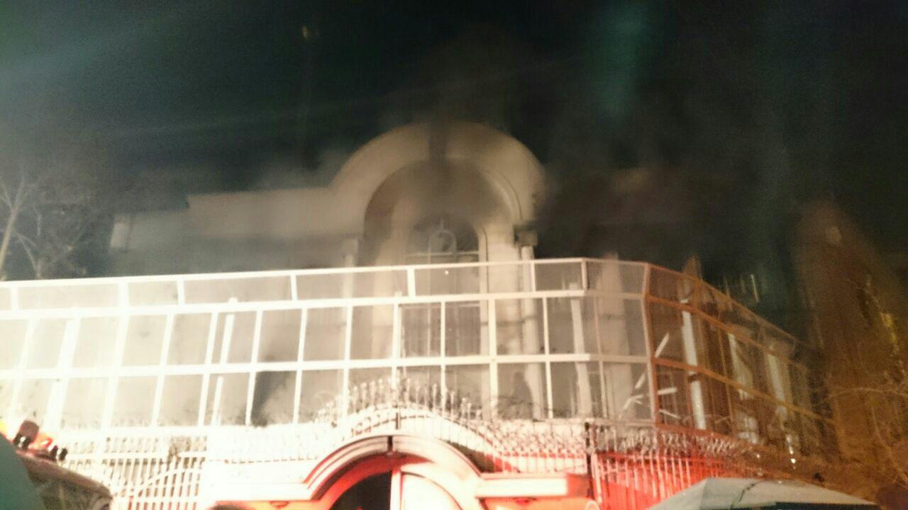سفارت عربستان در تهران به آتش کشیده شد